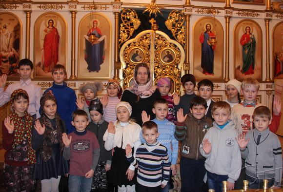 С Рождеством Христовымпоздравляют ученики воскресной школы при Спасо-Вознесенском храме г. Копыля