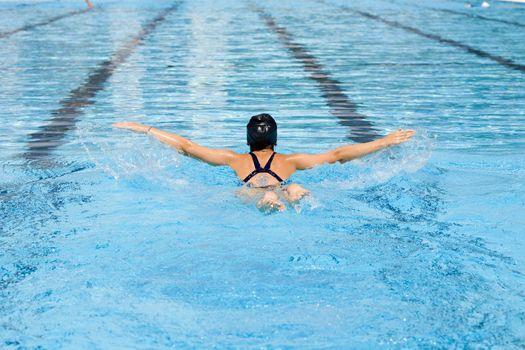 Плавание не только доставляет немало удовольствия и радости, но оно полезно для здоровья, укрепляет и закаляет организм