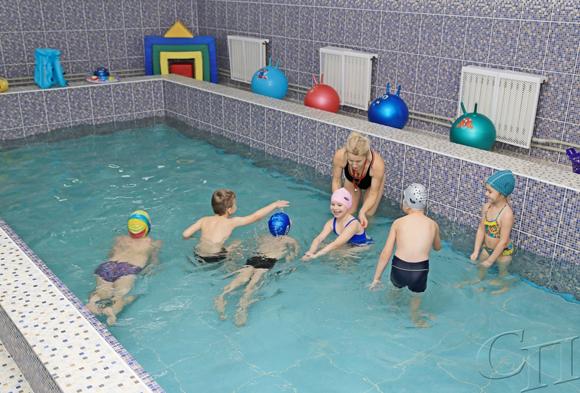 В ГУО «Санаторный ясли-сад г. Копыля» в обязательную программу физического воспитания входят занятия в собственном бассейне
