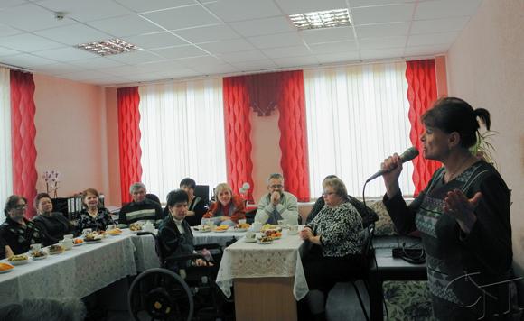 В теплой и дружеской обстановке в ГУ «Копыльский ТЦСОН» прошел праздничный огонек, посвященный Дню женщин