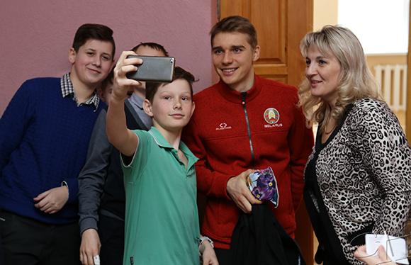 В средней школе № 2 города Копыля состоялась встреча с Антоном Смольским, единственным представителем Минщины в составе олимпийской сборной Республики Беларусь по биатлону в Пхенчхане
