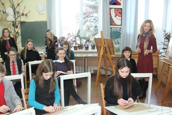 В художественном отделении Копыльской ДШИ состоялся мастер-класс на тему «Рисование портретов мягкими материалами»