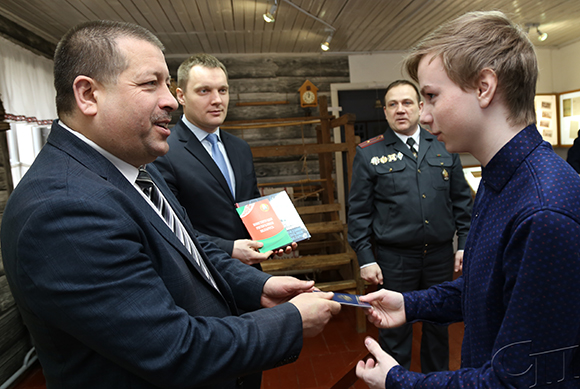 В День Конституции Республики Беларусь на Копыльщине по традиции прошла акция «Мы — граждане Беларуси!»