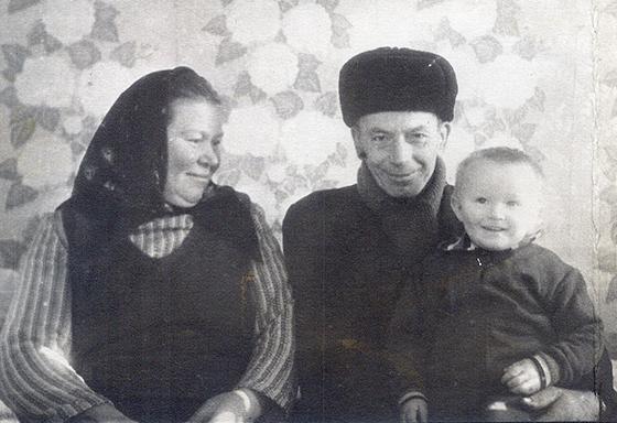 ■ Бабушка Янина и дедушка Иосиф с внуком Вячеславом, 1979 г.