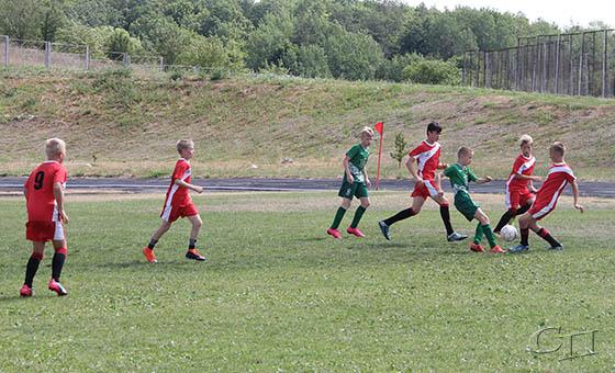 Юные копыльские футболисты одолели команду Дзержинского района