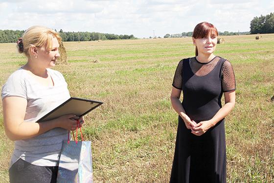 ■ Людміла Ніжэвіч (справа) і камбайнер ААТ «Скабін» Таццяна Волкава