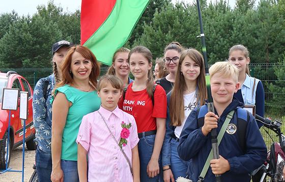 Члены копыльских первичек ДОСААФ побывали на красочном авиашоу в Липках