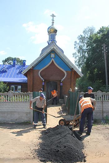 Дорогу ремонтируют работники ДРСУ № 124
