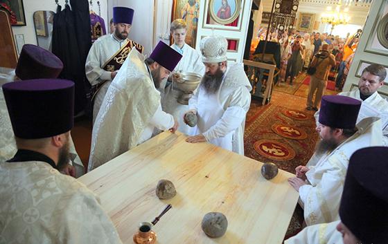 ■ Ідзе асвячэнне прастола