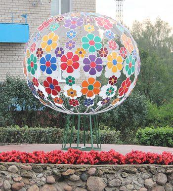Цветочный букет-шар на улице Партизанской, 7