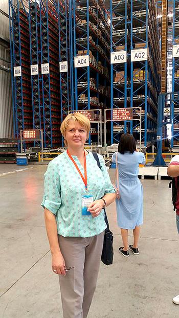 ■ Елена Василевская на автоматизированном складе предприятия, производящего туннельное оборудование