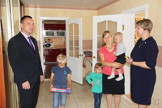 Многодетные семьи получили подарки от Белорусского союза женщин