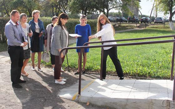 Специальная рабочая группа проверила, насколько Копыль приспособлен для инвалидов и что сделано по созданию безбарьерной среды