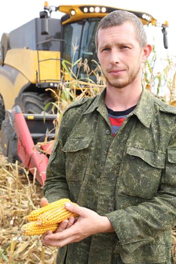 ■ Тихон Хмелевский - на уборке кукурузы