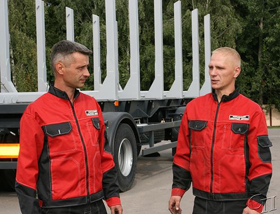 ■ Водители автомобиля на вывозке леса Владимир Сукало и Роман Махнев