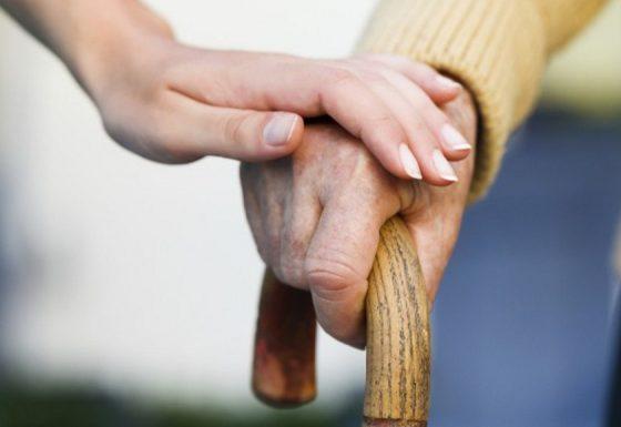 В Беларуси работает новая социальная услуга — замещающая семья для стариков и инвалидов