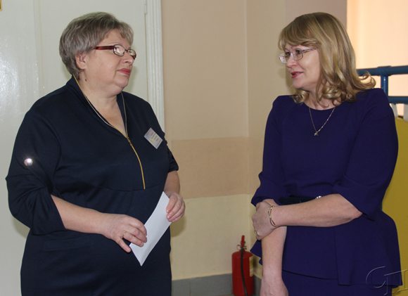 ■ Людмила Селютенко беседует с Аллой Кардаш