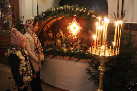 С молитвами в Рождество: в Свято-Вознесенском храме г. Копыля прошли праздничные богослужения