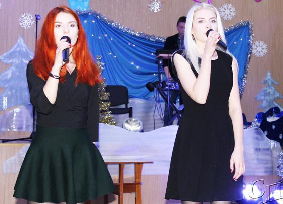 ■ Поют Карина и Надежда Демидович
