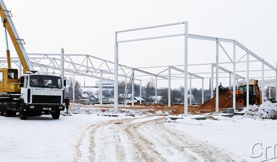 Строится «Санта»: в Копыле в быстром темпе идет возведение нового торгового объекта