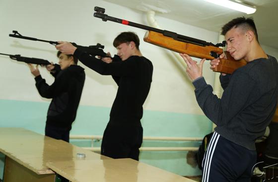 Настоящие защитники: в зональных соревнованиях по зимнему многоборью победили копыляне