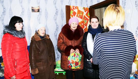 Носочки от бабушек: на Копыльщине во время акции поделились теплом и энергией