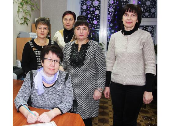 ■ Светлана Черникович (на первом плане) с коллегами Алиной Грибок, Тамарой Белазарович, Людмилой Деменковой и Татьяной Грибок
