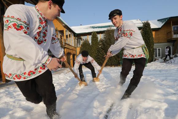 ■ Саша Казак (справа) у складзе «Нясвіжскіх лыжкароў»