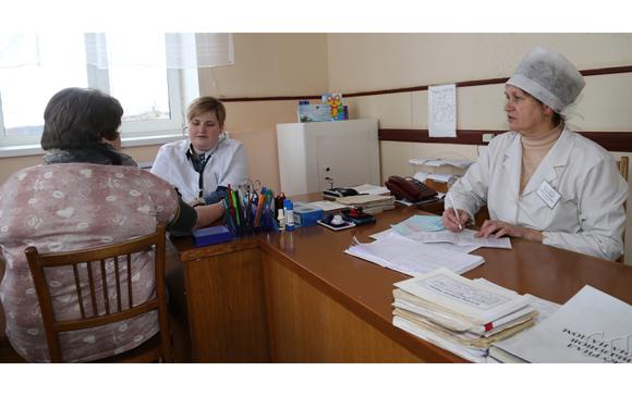 ■ Прием ведут заведующая Грозовской амбулаторией Мария Рокач и медсестра амбулатории Оксана Салькова