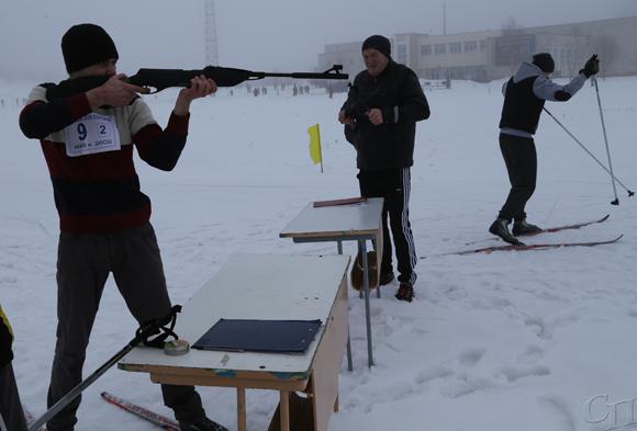 ■ Этап комбинированной эстафеты - бег на лыжах со стрельбой из пневматической винтовки по мишени