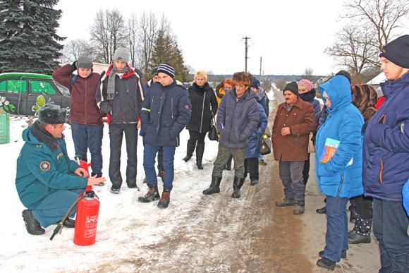 Сотрудники Копыльского РОЧС встретились с жителями Потейковского сельсовета в рамках республиканской акции «Безопасность в каждый дом»