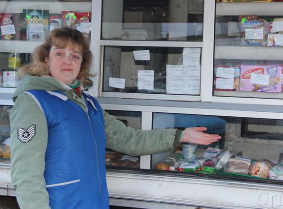 Продавец автомагазина Ирина Галуза в системе Копыльского райпо работает более 20 лет