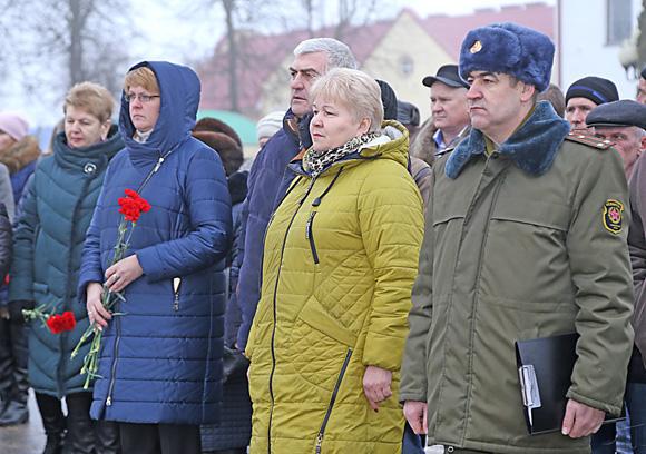 ■ Среди участников митинга Сергей Маргалик, Ирина Кисляк, Елена Василевская