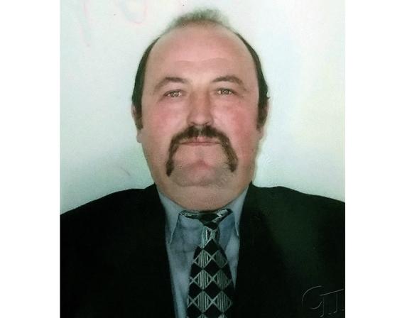 Почти 30 лет работает в ОАО «Семежево» Михаил Минец