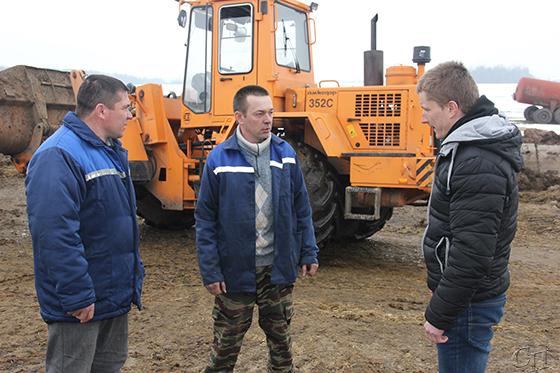 Используют благоприятную погоду для заготовки и вывозки органических удобрений земледельцы ф-ла «Лакнея» Копыльского района