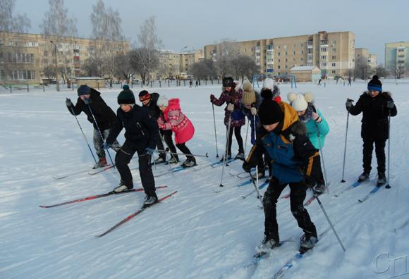 Учащиеся средней школы № 3 г. Копыля субботу посвящают зимним забавам