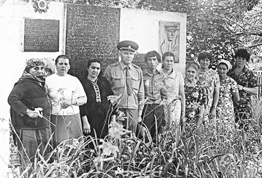 ■ Кацярына Дзятловіч (другая злева) з дэлегацыяй з Ашхабада