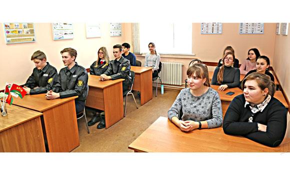 На базе ПАСЧ № 1 г. Копыля члены МООП провели «Один день с МЧС»