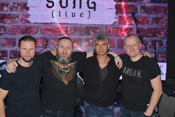 ■ Руководитель группы Андрей Раевский, солист Алексей Войтешик, бас-гитарист Александр Куршев и барабанщик Сергей Шкурдзе