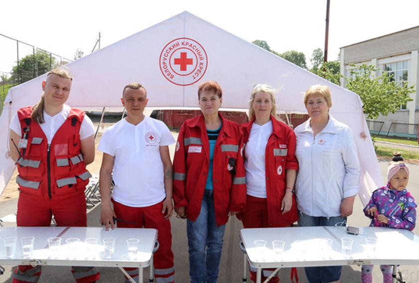 ■ Валанцёры Беларускага Таварыства Чырвонага Крыжа падтрымалі бегуноў