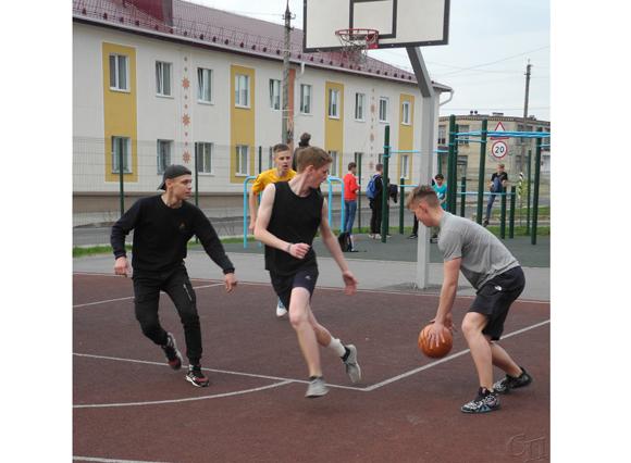 В Копыле впервые прошел районный фестиваль дворовых игр для молодежи
