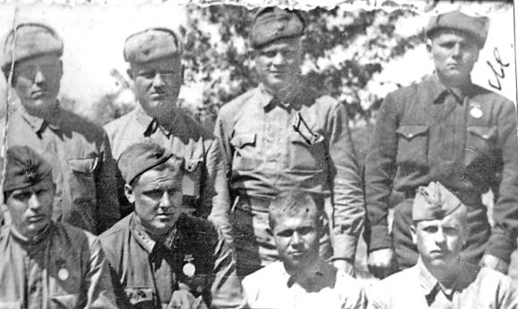 ■  Расчет первого орудия. 1944 год