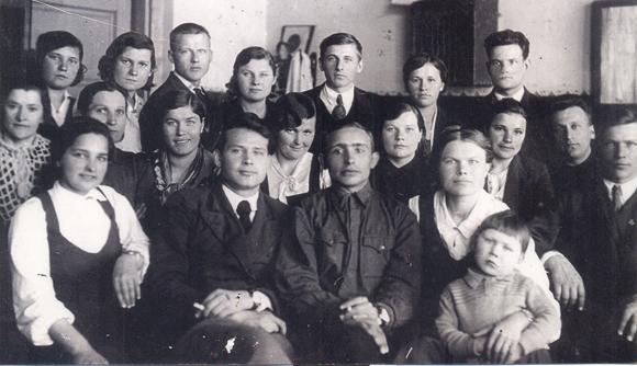■ Настаўнікі Ляшнянскай СШ. У цэнтры - Ліннік Іван Ігнатавіч. 22 чэрвеня 1941 г.