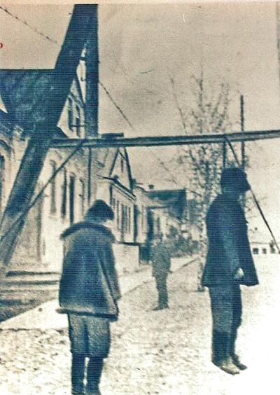 ■ Копыль. Старая застройка. Виселицы. 1942 год