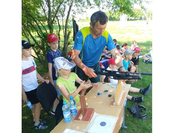 С пользой для здоровья проводят летние каникулы ребята в спортивно-оздоровительные лагерях с дневным пребыванием на Копыльщине