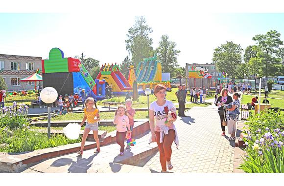 На центральной площади агрогородка Быстрица отметили праздник семьи