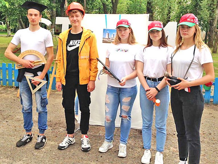 ■ В группе поддержки - учащиеся Копыля