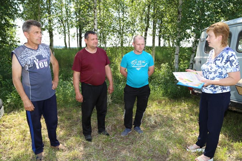 Механизаторов-лидеров, показавших высокие результаты во время зеленой жатвы, чествуют в эти дни на Копыльщине