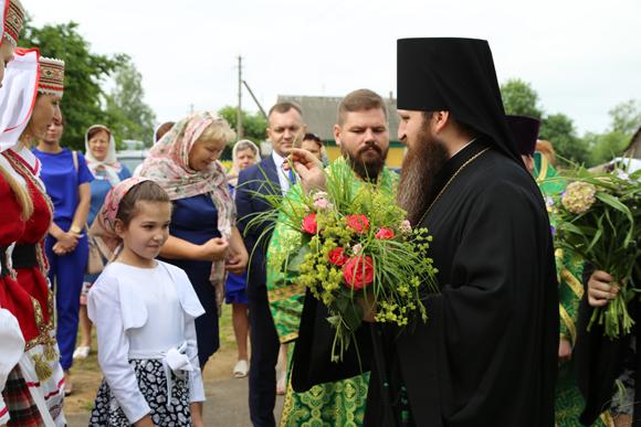 Храм Святой Живоначальной Троицы деревни Телядовичи посетил епископ Слуцкий и Солигорский Антоний