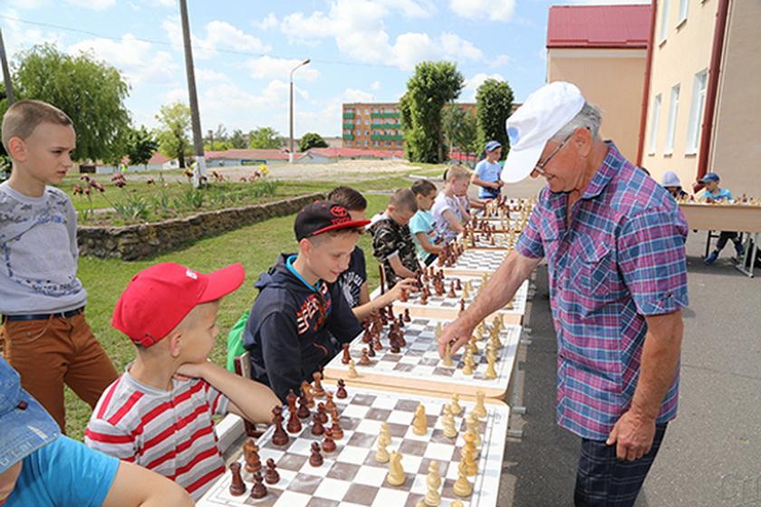 ■ Сеанс одновременной игры в шахматы с Аркадием Корбутом